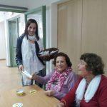 נשים קשישות ומתנדבת בפרויקט מחזירים אהבה 2017