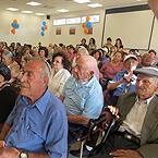 קשישים בטקס חניכה של מרכז היום החדש לקשיש בשכונת גילה בירושלים
