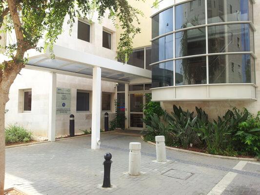 הכניסה מרכז יום לקשיש 'כפר שלם' - תל אביב